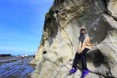 Yang duduk manis di tebing. :p